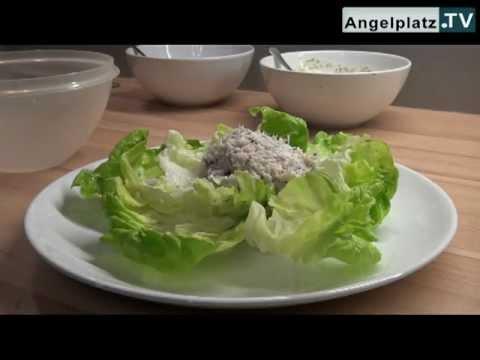 Räucherforellentatar auf Blattsalat mit Dillsauce